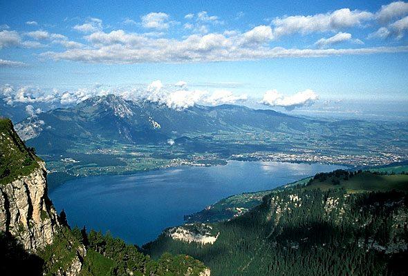 Το Mount Niederhorn, που θα επισκεφτούν όλοι οι συμμετέχοντε, με θέα στα Interlaken και Jungfrau.